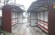 Soveja are stații de autobuz noi